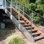 STAINLESS STEEL HANDRAIL WITH GLASS2